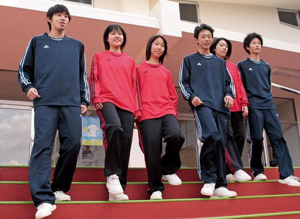 九州屈指の選ばれる学校へ。九州初採用のadidasブランドが、イメージ戦略に大きく貢献した。