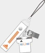 「KIUHS」と「adidas」のブランドロゴ入り合格祈願ストラップ