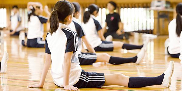 女子生徒のことを考えた体操服ですね。